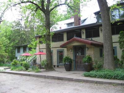 The charming rear entrance to Lakeside Inn.